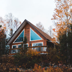 exterior of cabin rental in the smoky mountains
